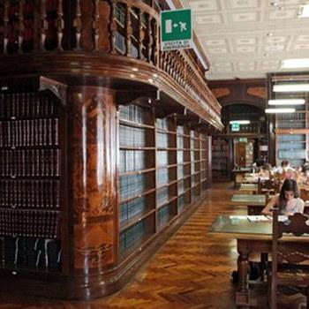Interno della biblioteca di Chimica Giacomo Ciamician